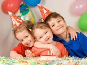 Размер алиментов на троих и более детей: 50%, оформление по соглашению или через суд, порядок взыскания