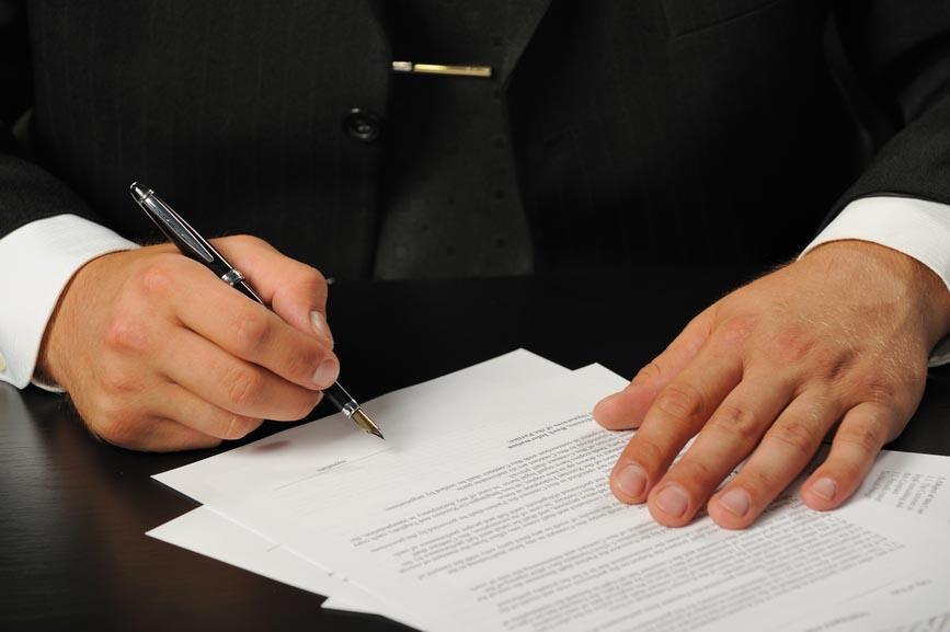 составление договоров и исковых заявлений сильно